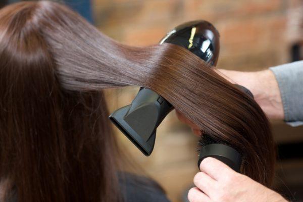 アイロンで髪の毛が傷む理由