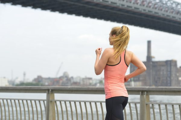 ウォーキングで効率よく脂肪燃焼するための歩き方