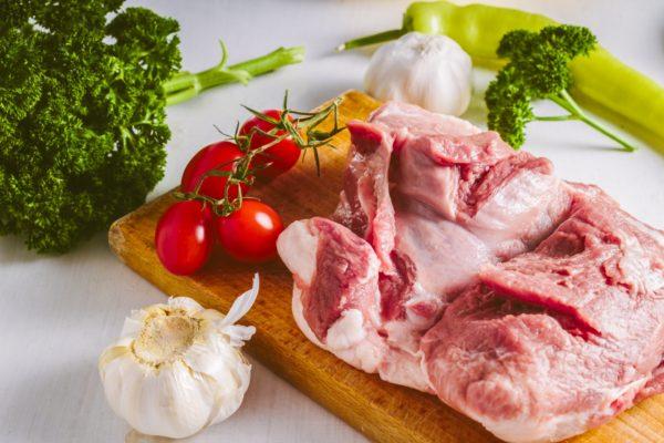 お肉や野菜などの食材