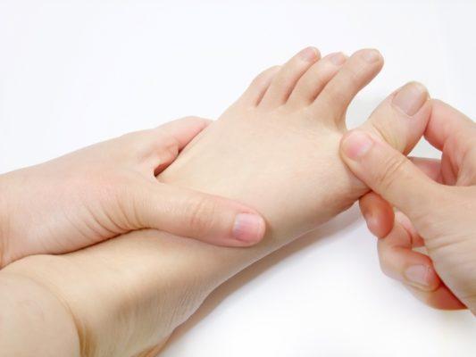 足の指を持つ手