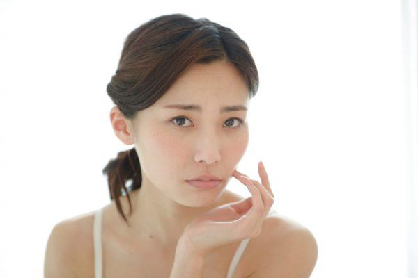 肌荒れを起こしやすい敏感肌は美白化粧品に要注意