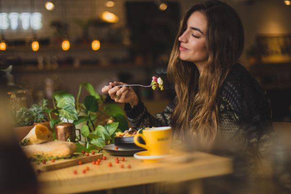 ダイエット中の外食は要注意!外食で不足しがちな栄養素