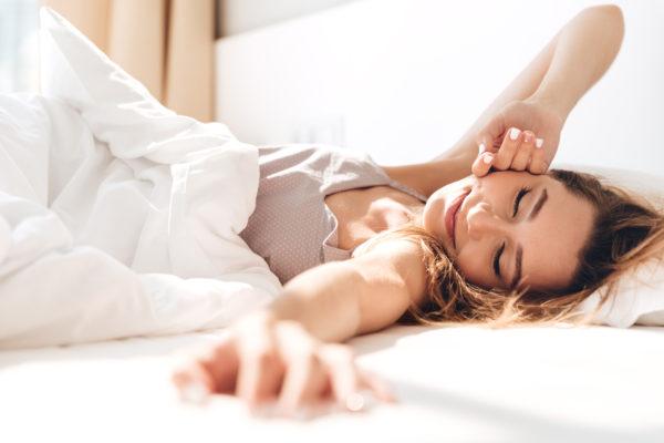 質の良い睡眠をとる女性